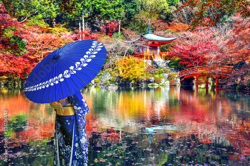 Wall mural Asian woman wearing japanese traditional kimono in Daigoji temple, Kyoto. Japan autumn seasons.