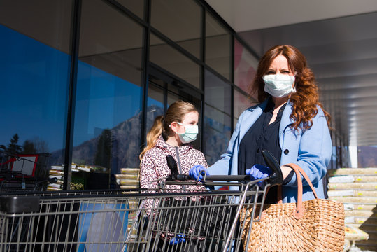 Woman and her daughter go shopping in times of corona virus