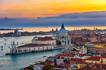 Fototapete - Aerial sunset view of Venice, Grand Canal and Basilica di Santa Maria della Salute in Venice, Italy. Architecture and landmarks of Venice. Venice postcard