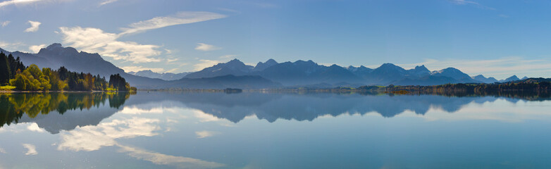 panoramic landscape with lake and mountain range in Bavaria, Germany Fototapete