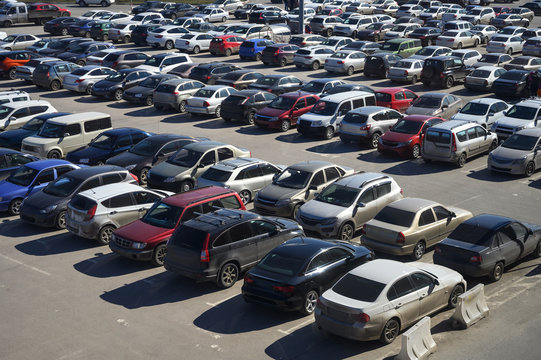 View of a crowded car park in the city center. selling used cars. lack of parking spaces during the holidays