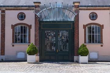 Typische Hausfassade eines Herrschaftshauses in Epernay/Frankreich Fototapete