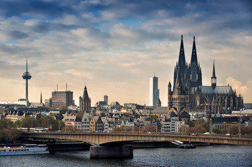 Blick auf Köln mit Deuter Brücke Fotomurales