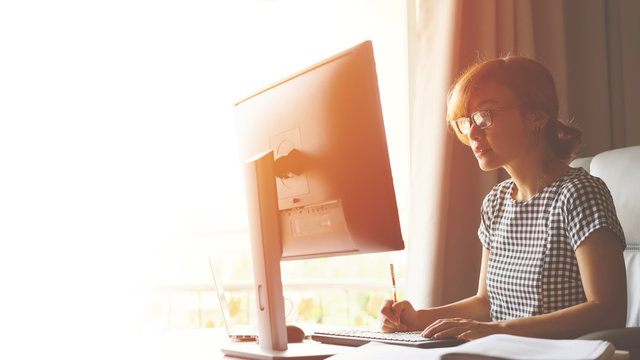 Young Women is working from home during Coronavirus