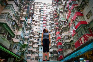 Traveler Exploring Densely Populated Housing Apartments in Hong Kong Fotomurales