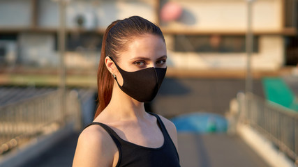 Woman wears a black mask to protect herself from the covid-19 coronavirus in Bangkok, Thailand. Fototapete