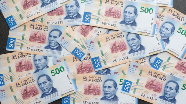 Mexican 500 pesos pile of blue bucks scattered front side