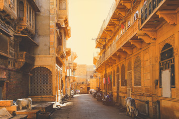 Narrow street with old haveli houses historical Indian houses in Jaisalmer. Jaisalmer is known as Golden City in India. Fototapete