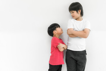 Little child boy and tall child boy standing arms crossed and looking face Fotomurales