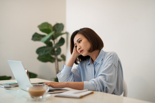 Concentrated business woman working on laptop at office