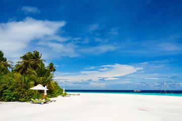 Wall Mural - Beautiful tropical beach at Maldives