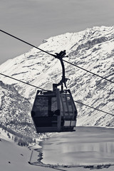 Fototapete - Gondola lift, snowy off-piste ski slope in high winter mountains