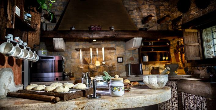 Preparazione impasto fatto in casa, cucina italiana, lievitazione naturale