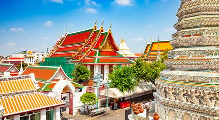 Wall Mural - Wat Arun buddhist temple in Bangkok, Thailand