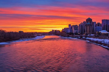 Papiers peints Grenat Sunrise Sky Over The Bow River