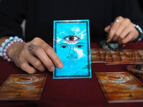 tarot card reading third eye fortune teller astrologer divination selected focus
