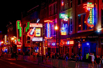 Fotorolgordijn Muziekwinkel Crowd In Illuminated City At Night