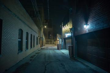 Fototapete - Dark and eerie urban city alley at night
