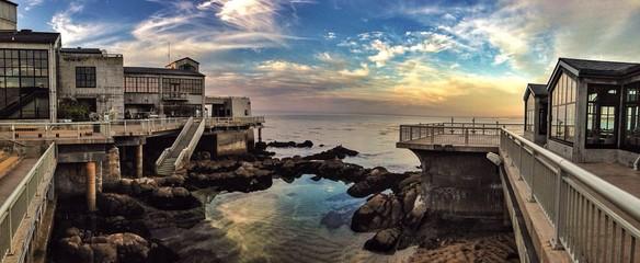 Fototapeta Exterior Of Monterey Bay Aquarium Overlooking Ocean At Sunset