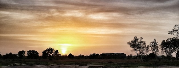 Foto auf Gartenposter Gelb Schwefelsäure Scenic View Of Landscape Against Cloudy Sky During Sunset