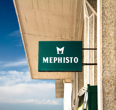 Mephisto store. The comapny provides handmade shoes combining modern design with excellent fit