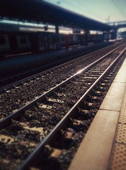 Spoed Fotobehang Spoorlijn Railroad Tracks By Platform