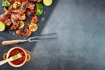 Keuken foto achterwand Eten grilled chicken wings and vegetables on a stone dish