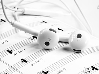 earphone music notes