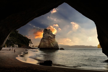 Foto op Plexiglas Cathedral Cove Cathedral Cove at sunrise, Coromandel Peninsula, New Zealand