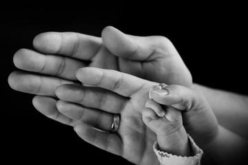 Fototapeta dłonie rodzina tata mama dziecko obraz