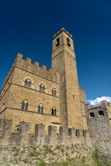 Fototapete - Poppi, Tuscany and the castle
