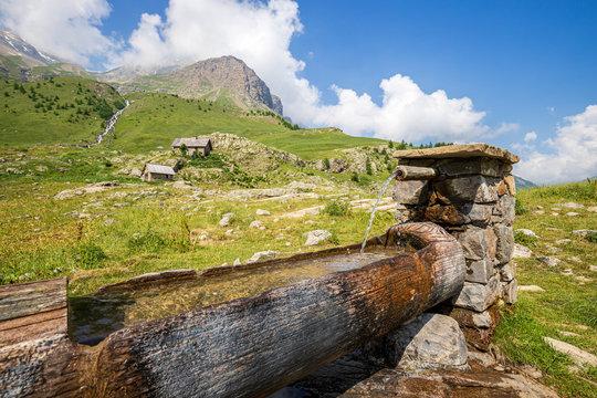 Abreuvoir au Saut du Laire, Prapic, Orcières, le Champsaur, Parc national des Écrins, Hautes-Alpes, France