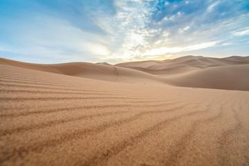 Papiers peints Maroc Beautiful sunset over sand dunes of Sahara Desert, Africa