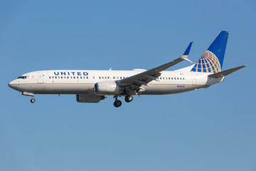 United Airlines Boeing 737-800 airplane at Los Angeles airport