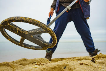 Obraz Man with metal detector on sea beach - fototapety do salonu