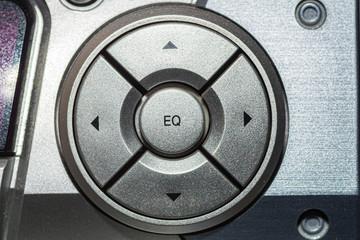 Obraz srebrny przełącznik na sprzęcie audio - fototapety do salonu