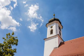 Wall Mural - Zwiebelturm der katholischen Friedhofskapelle St. Leonhard in Burgau - Remshart