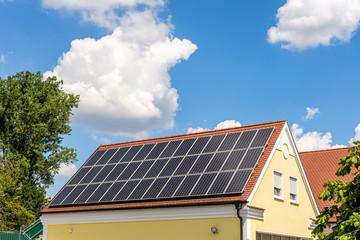 Stromerzeugung mit Solardach