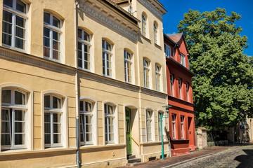 Fotomurales - güstrow, deutschland - sanierte häuser in der altstadt