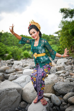 Beautiful And Exotic Crown Headdress Traditional Bali Dancers Ceremonial Hair