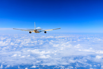 Keuken foto achterwand Vliegtuig Commercial airplane flying above the clouds,travel concept.