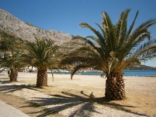 Strandpromenade von Omis in Kroatien