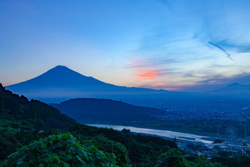 Wall Mural - 夜明けの富士山、静岡県富士市岩淵にて