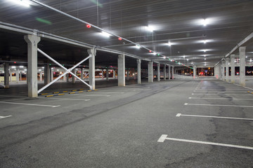 Keuken foto achterwand Tunnel Empty car Parking in the shopping center during pandemic