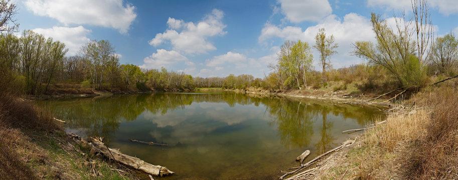 Frühlingsbeginn am Altarm in den Donauauen