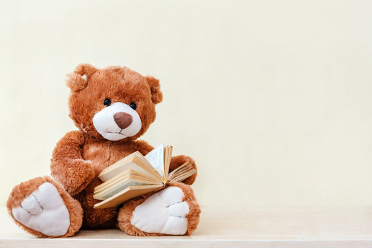 stuffed toy Teddy bear read an interesting book, showing that even read toys. the concept of baby learning