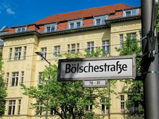 Fotomurales - berlin, deutschland - sanierter altbau an der historischen bölschestraße