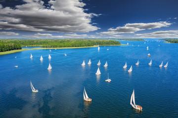 Spoed Fotobehang Nachtblauw Mazury-kraina tysiąca jezior w północno-wschodniej Polsce
