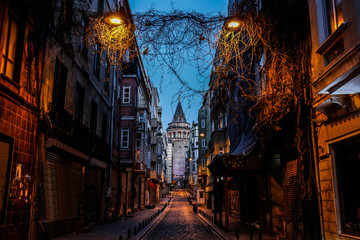 Fotomurales - Galata Tower in Istanbul, Turkey
