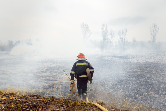 Australia bushfires, The fire is fueled by wind and heat. firefighters spray water to wildfire